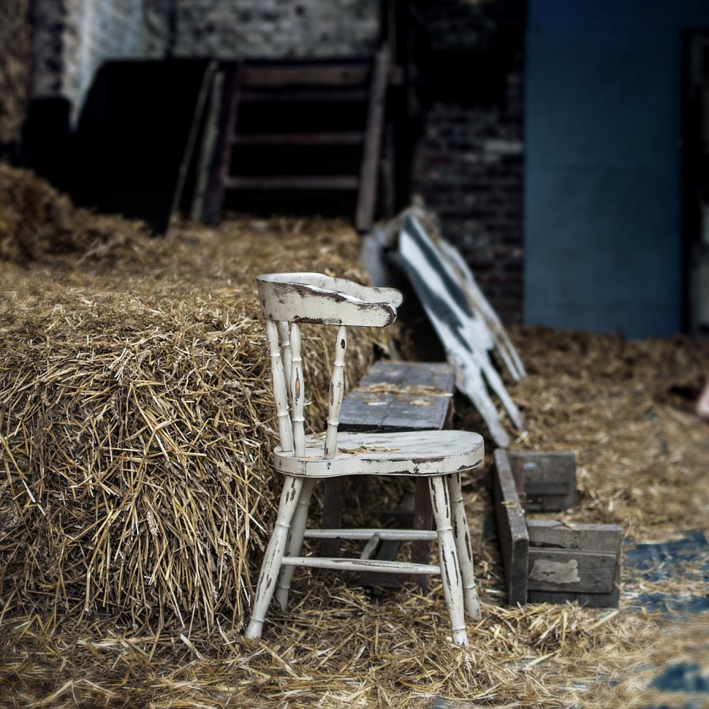La chaise dans la grange