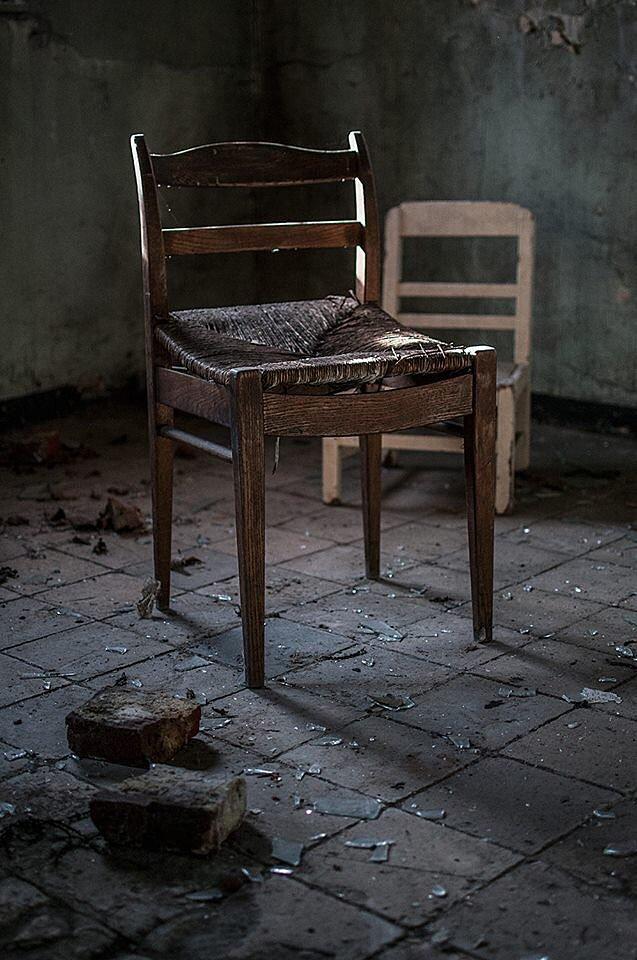 Chaise et poussière